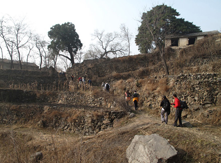 Ingot Village, Beijing Hikers Ancient Horse Hoofprints hike, 2009-11-07