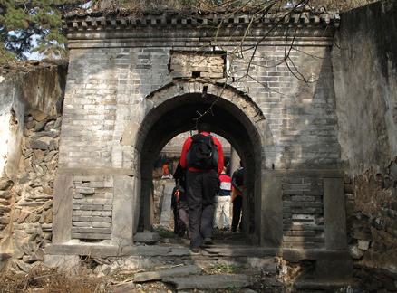 Entrance to the temple, Beijing Hikers Ancient Horse Hoofprints hike, 2009-11-07