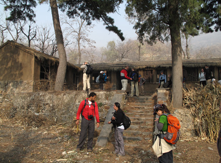 Inside the Ingot Village temple, Beijing Hikers Ancient Horse Hoofprints hike, 2009-11-07