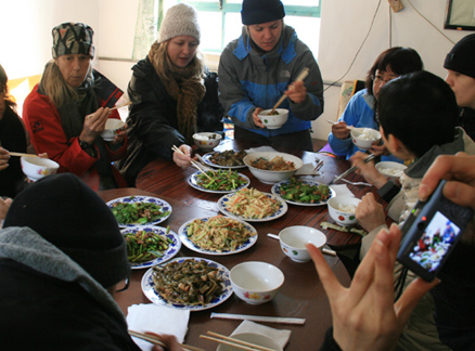 Lunch time, Beijing Hikers Ming Dynasty River City trip, 2009-11-25