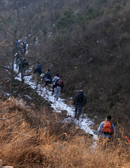 Uphill trail, Beijing Hikers Long Way to Catch the Train hike, 2009-12-06