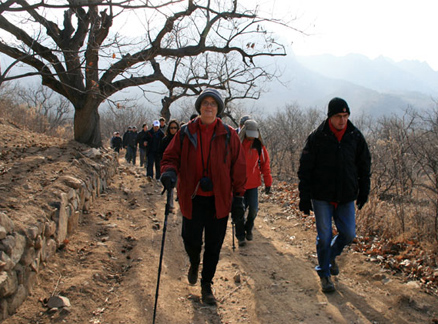 hill trail, Beijing Hikers Big Black Mountain to the Walled Village hike, 2009-12-12