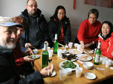 Lunch, Beijing Hikers Big Black Mountain to the Walled Village hike, 2009-12-12