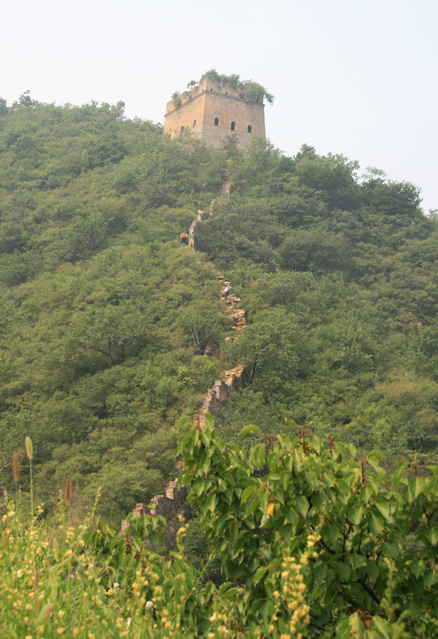 View up to a tower, Beijing Hikers Lotus Pond and Mutianyu hike, 2009-08-15