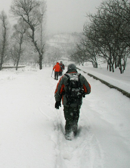 Snow on the path, Beijing Hikers Snow hike, 2010-01-03