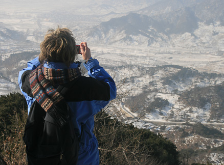 Taking a photo, Beijing Hikers Lotus Pond to Mutianyu hike, 2010-01-24