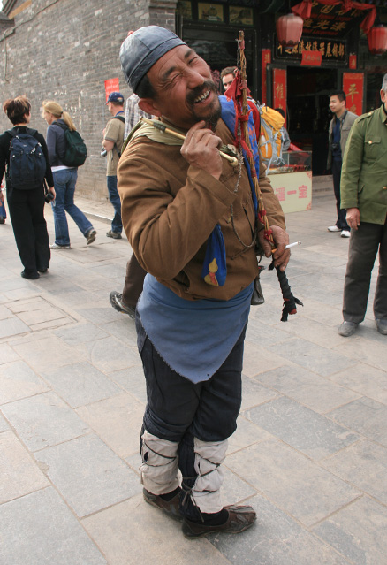 Street performer, Beijing Hikers Ancient Walled City of Pingyao trip, 2010/03/19-21