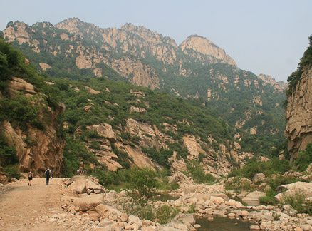 Road through a canyon, Beijing Hikers Great Flood hike, 2010-06-06