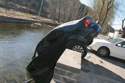 Car in water, Beijing Hikers Gubeikou to Jinshanling hike, November 13, 2010