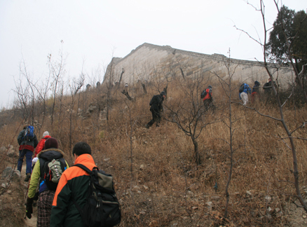 Climbing up to the wall, Beijing Hikers Huanghuacheng to the Walled Village hike, December 1, 2010