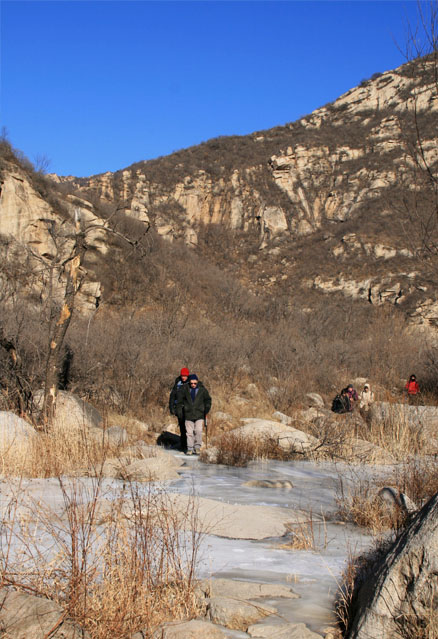 Making our way down the valley, Beijing Hikers Intelligence Valley, January 16, 2011