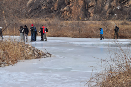Crossing the frozen river, Beijing Hikers White River Ice Hike, February 5, 2011