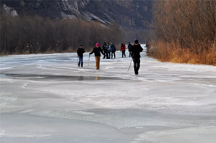Walking on the river, Beijing Hikers White River Ice Hike, February 5, 2011