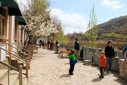A beautiful spring day , Beijing Hikers Montessori School day trip, April 17, 2011