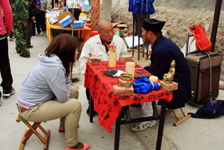 A visit with the Taoist fortune teller, Beijing Hikers 20110302-Yajishan Temple Fair, May 04, 2011