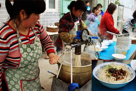 Freshly made noodles, Beijing Hikers 20110302-Yajishan Temple Fair, May 04, 2011