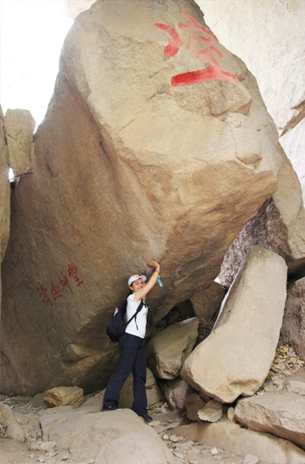 Massive boulders, Beijing Hikers Intelligence Valley, May 11, 2011