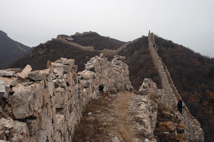 the wall here is quite narrow, Beijing Hikers Yanqing GreatWall, November05, 2011