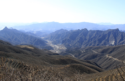 A great view of a deep valley, Beijing Hikers VultureRock, March11, 2012