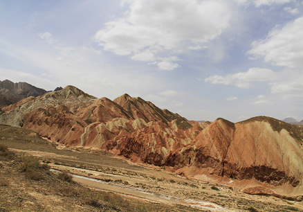 Layers of different-coloured sandstone, Beijing Hikers Zhangye, May, 2012