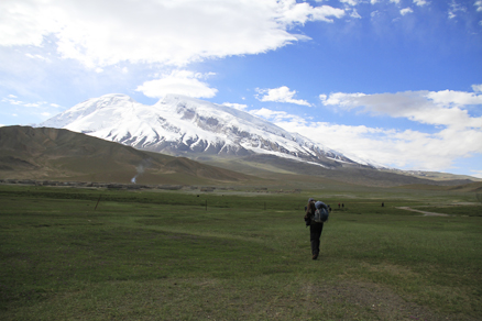 Begin our hiking, Beijing Hikers Kashgar and Lake Karakul, 2012/07