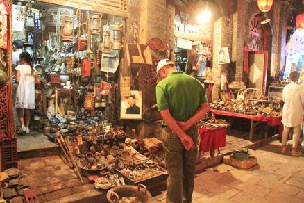 an antiques shop, Beijing Hikers Pingyao trip, August10, 2012