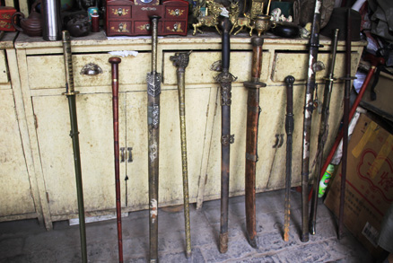 antique swords, Beijing Hikers Pingyao trip, August10, 2012