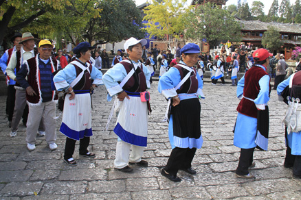 people were dancing, Beijing Hikers Lijiang and Shangri-La, Nov14, 2012