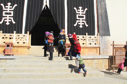 Family prayers, Beijing Hikers Lijiang and Shangri-La, Nov14, 2012