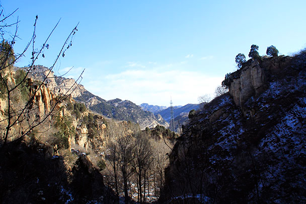 As we started our ascent toward the summit of Longyunshan, we were treated to beautiful views of the surrounding area.