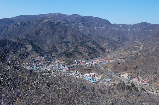 This small village, Beijing Hikers Vulture Rock Park to Miaofeng Mountain, 2013/03/03