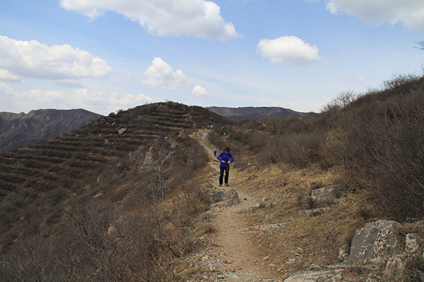 the dirt trail scattered, Beijing Hikers IncenseTrailDajuesi, 2013/04/10