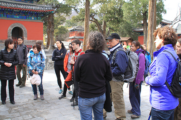 The local guide, Beijing Hikers IncenseTrailDajuesi, 2013/04/10