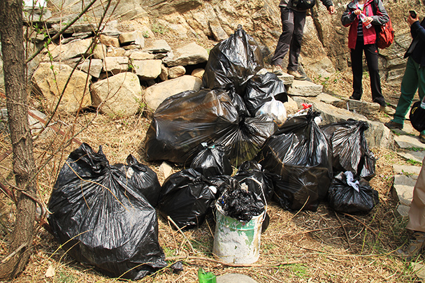 the top, Beijing Hikers Earth Day Clean up, 2013/04/21