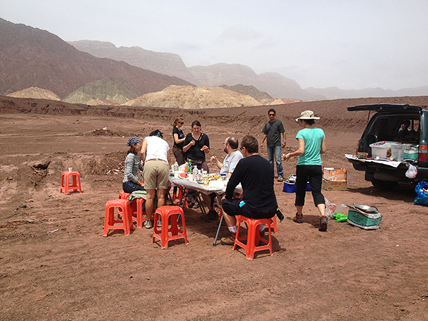 Picnic time,Beijing Hikers Korla to Kashgar 2013/06/10