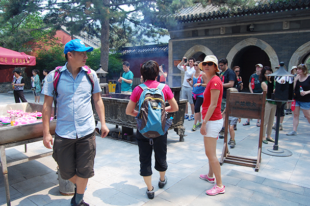 Hikers observing, Beijing Hikers TanzhesiTemple, 2013/06/13
