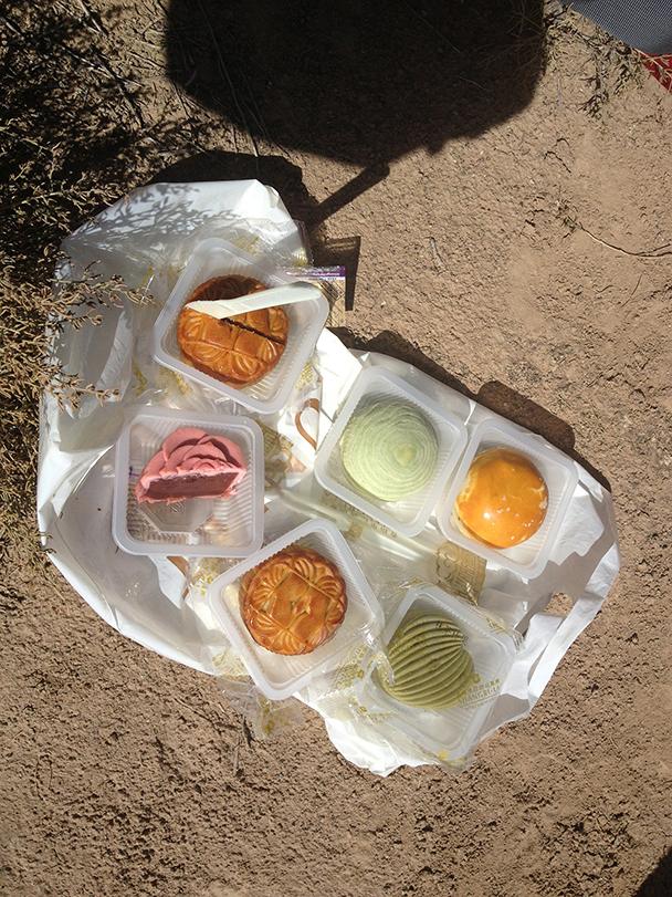 Tasty moon cakes, Badain Jaran Desert and Zhangye Danxia Landform, 2013/09