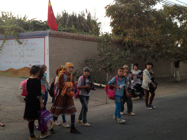 Kids on the way home from school, near Grape Valley in Turpan, Beijing Hiker's Journey from the West, 2013/10