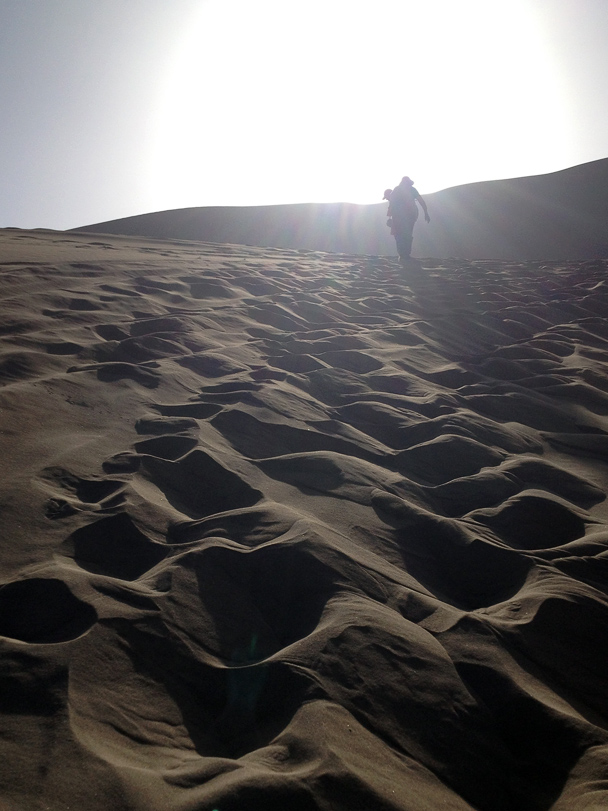 We hiked into the sand dunes, Beijing Hiker's Journey from the West, 2013/10