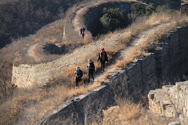 Hikers on the Great Wall, Gubeikou Great Wall loop hike, 2013/12/21