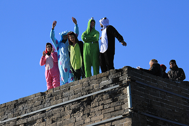Teletubbies on the wall, Gubeikou Great Wall loop hike, 2013/12/21