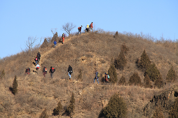 A detour along a hill trail, Gubeikou Great Wall loop hike, 2013/12/21