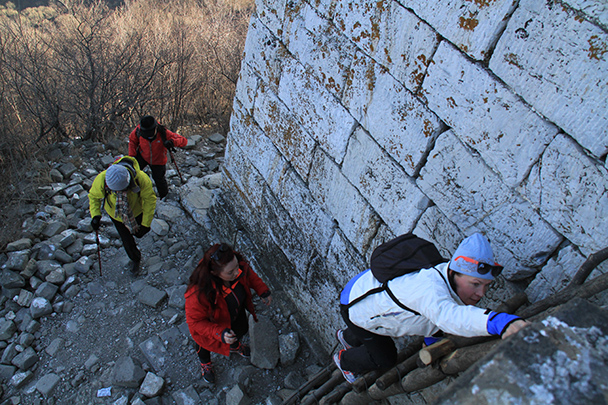 To get up on to the Great Wall we had to use a wooden ladder! - Jiankou to Mutianyu Great Wall, 2014/01/12