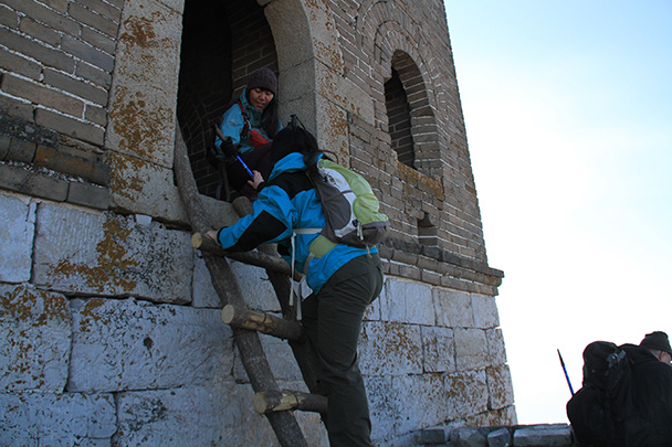 Another ladder – not quite as tall this time - Jiankou to Mutianyu Great Wall, 2014/01/12