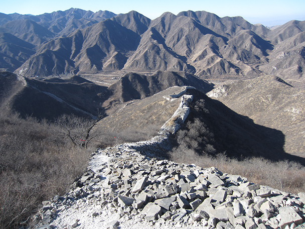 The Great Wall continues into the mountains in the background.- Stone Valley Great Wall, 2014/01/12