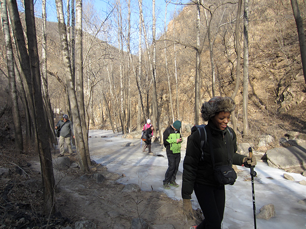 The trail took us up the valley, along the frozen stream - Longquanyu Hike, 2014/01/27