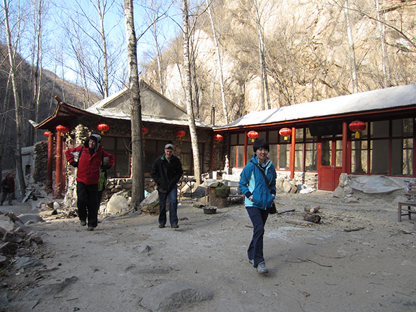 Further upstream we found a nicely decorated house - Longquanyu Hike, 2014/01/27
