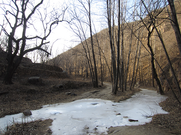 The valley and frozen stream - Longquanyu Hike, 2014/01/27