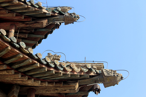 Detail of the temple's eaves, Yu County Ancient Towns and Fortresses overnight, 2014/02