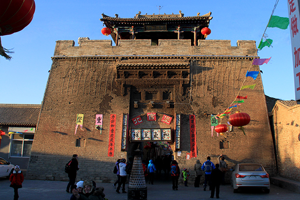 This huge gate is the original location of the Dashuhua performances. The dark discolourations are where the molten iron stuck to the wall - Yu County CNY 2014 Overnighters, Part 1